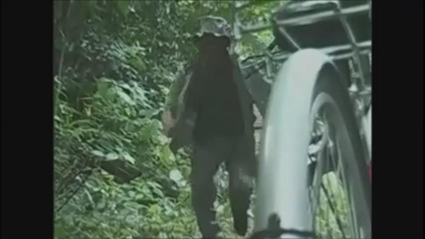 制服カップルが野外でSEXしてたら暴漢に襲われて・・・(fc2動画)
